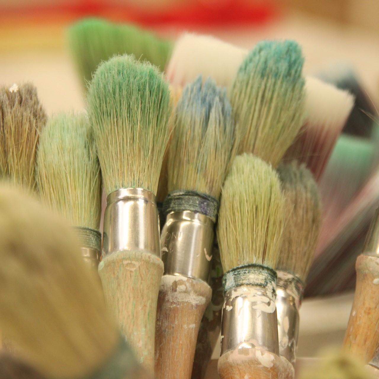 Maak een stilleven of landschap in kleurpotlood of acrylverf