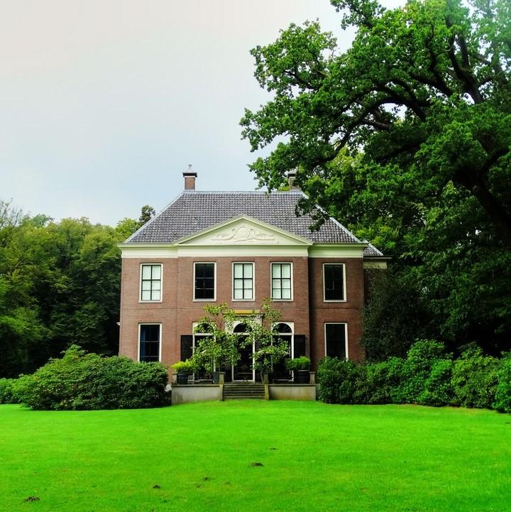 Stadswandeling Hilversum: omroephistorie en Gooische villa's