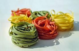 Gekleurde verse pasta maken