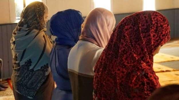 Moslims in Nederland: balanceren tussen fatwa's en Nederlandse gewoontes