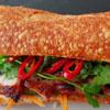 Vietnamese keuken: stokbrood met charsiew en kipcurrysoep